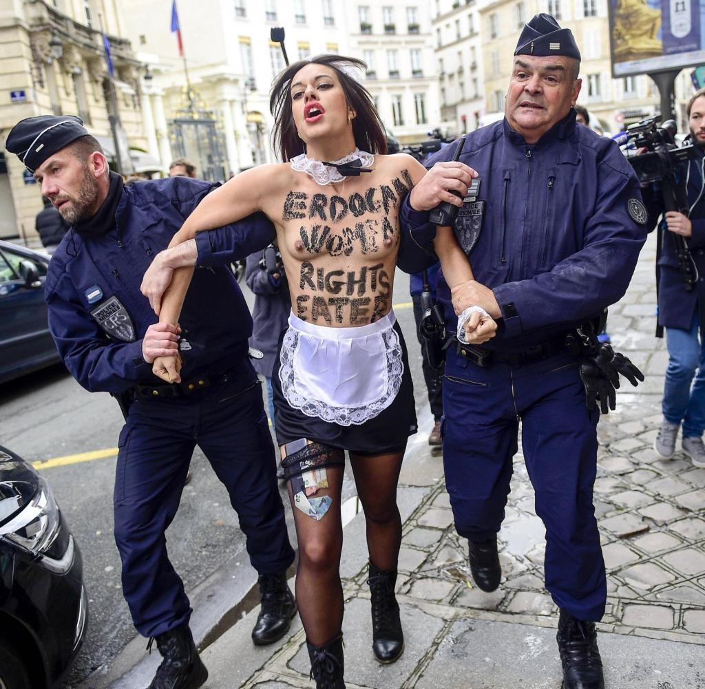 femen-parigi2