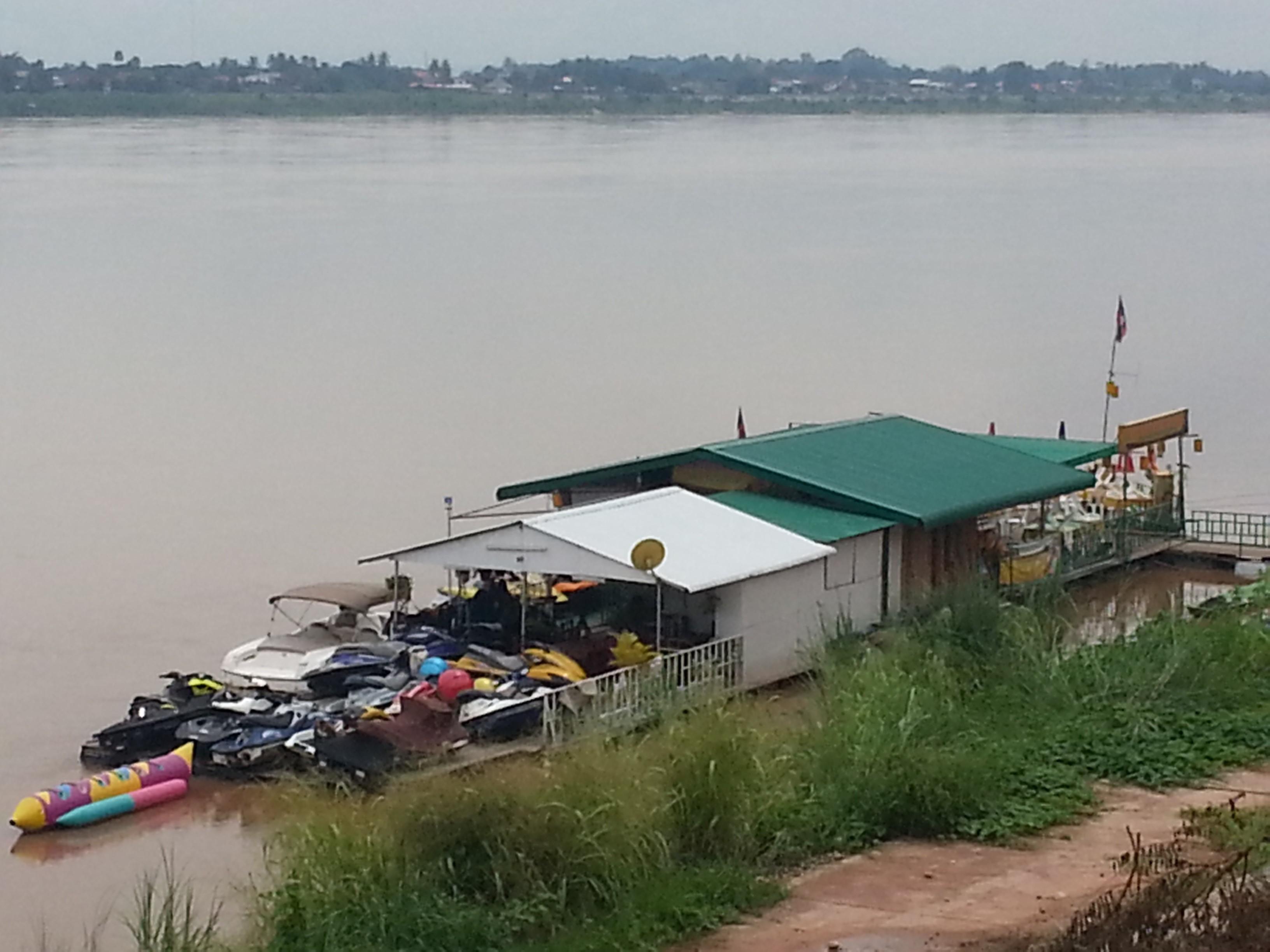 fiume-laos2
