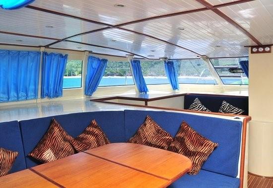 interni-catamarano-45-piedi2