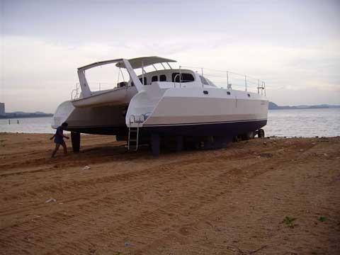 messa-in-acqua-del-catamarano2