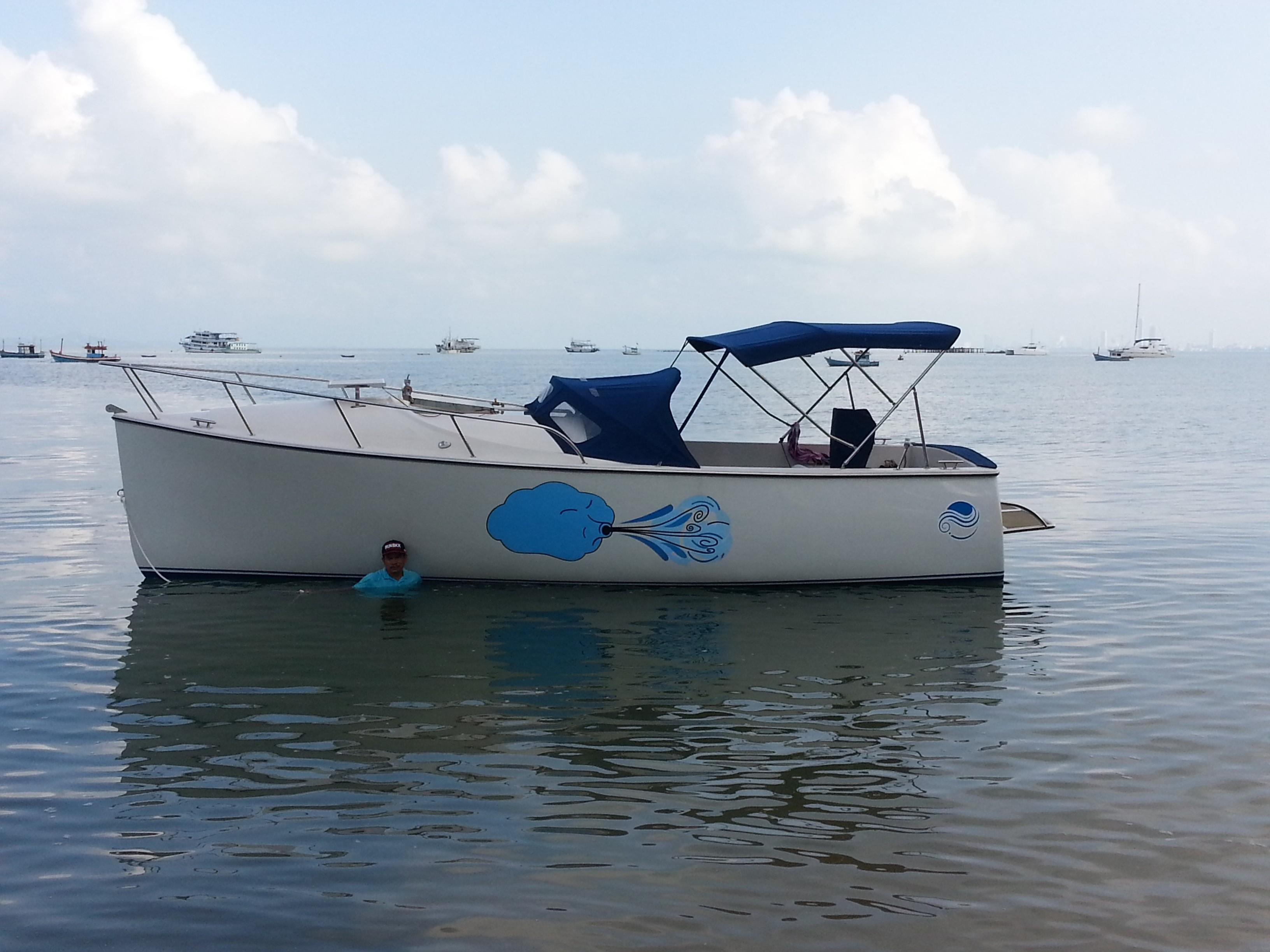messa-in-mare-dopo-tracciatura-linea-di-galleggiamento