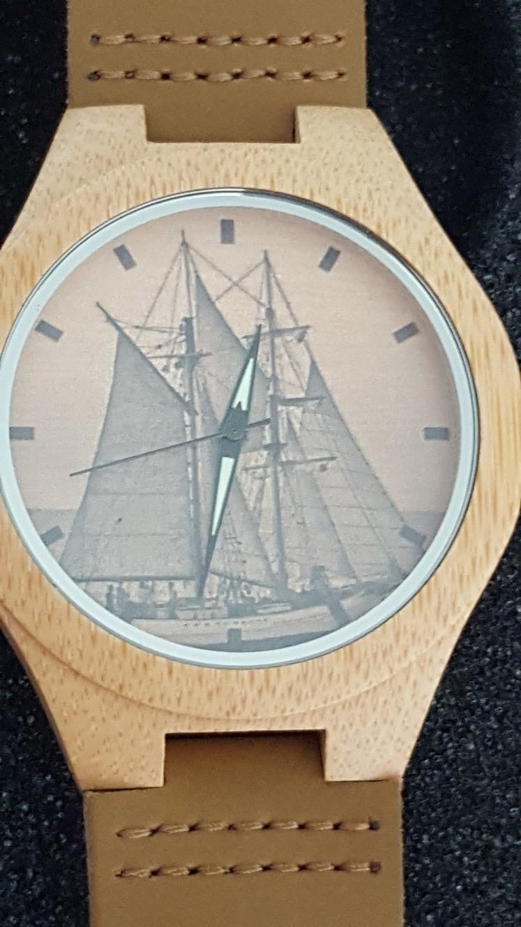 orologio-in-legno-dello-spirit-of-chemainus2