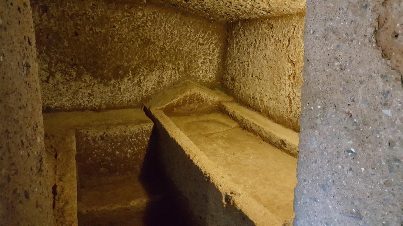 particolari-tombe-della-necropoli-etrusca2