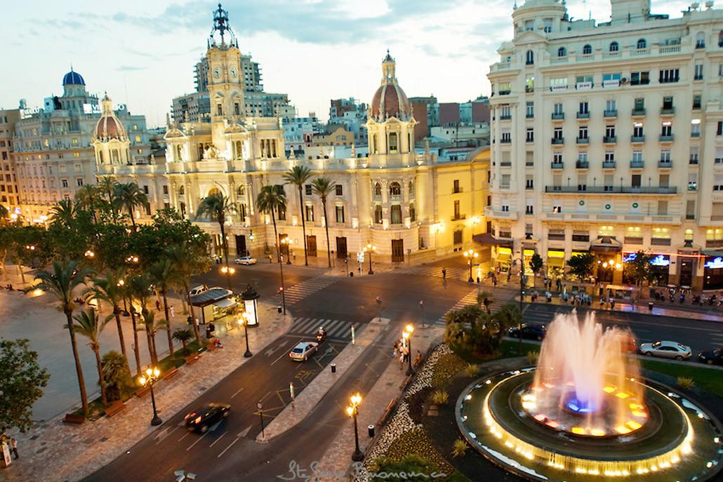 plaza-del-ayuntamiento-en-hotel-sorolla-centro-en-valencia-espana-2-1030x687