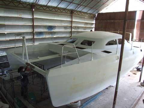 costruzione del catamarano diseganto da lavranos